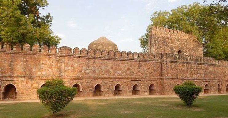 Lodhi Gardens site seeing places in Delhi