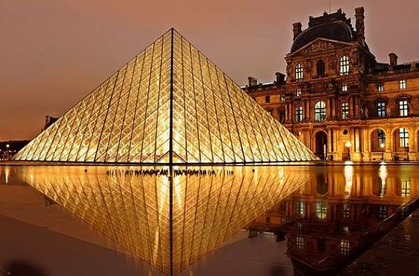 Paris Getaways Louvre Pyramide