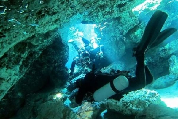 Sidemount class cave diving adventure vacation ideas
