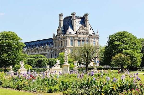 Traveling Paris Palais Royale