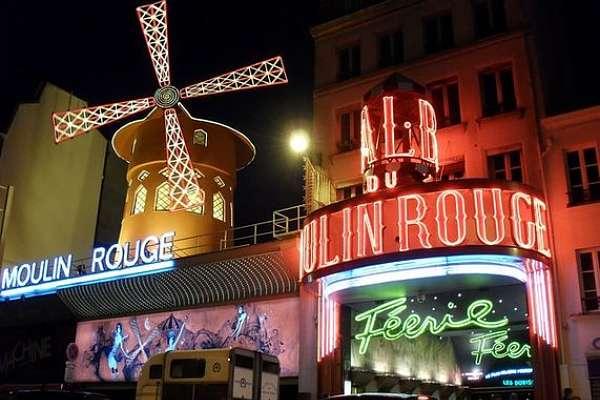 Trip to Paris cabaret Moulin Rouge