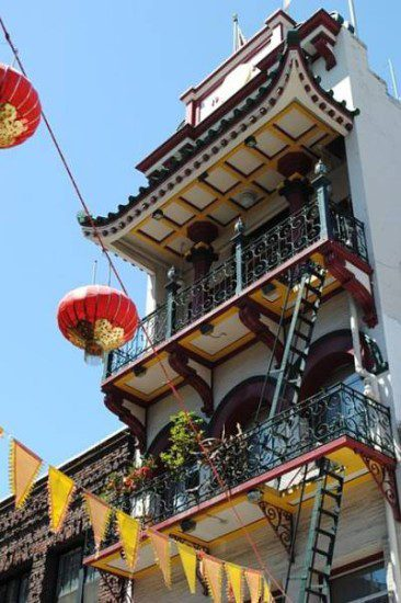 cheap getaways in San Francisco take a tour in chinatown