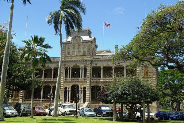 Oahu getaways - visit Iolani Palace in Honolulu