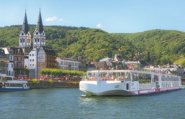Rhine River Cruise to spot the Rhine and the Rhine Castles