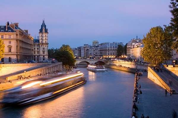 romantic Paris Getaways river seine cruise