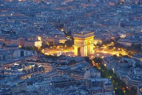 romantic getaways to paris arc de triomphe