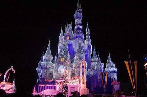 wdw magic kingdom cinderellas castle at night